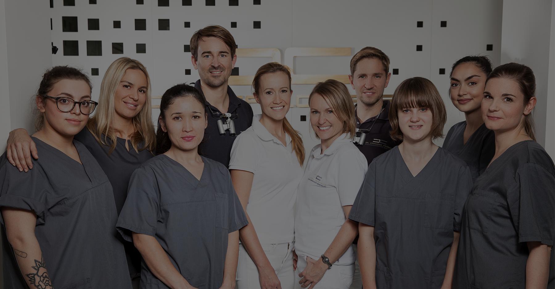 zahnarzt zahnaerztin und Zahnarzthelferinnen dentalcarre muenchen